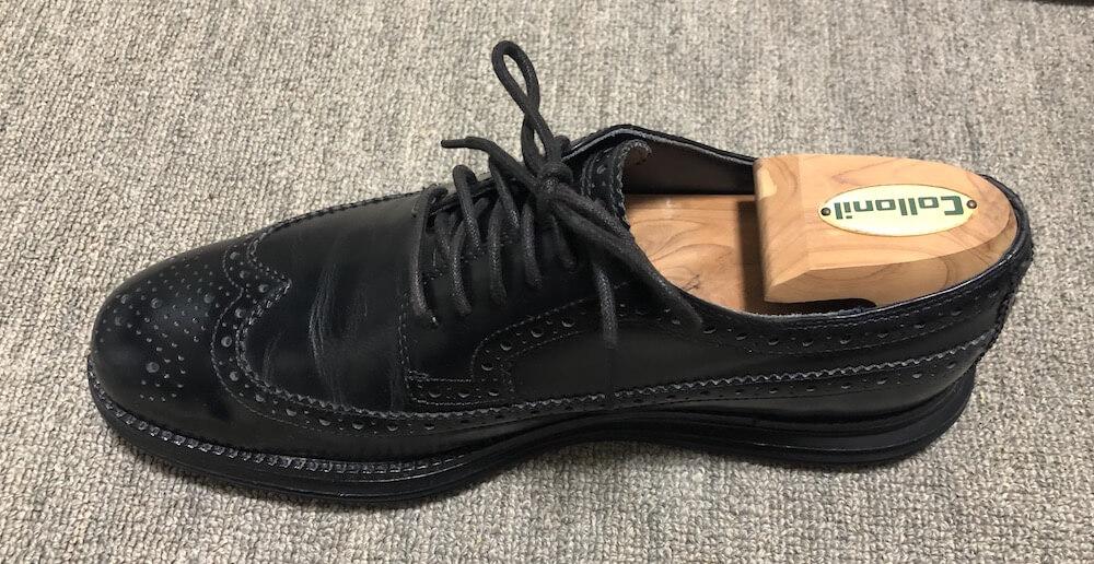 シューキーパーを入れた革靴