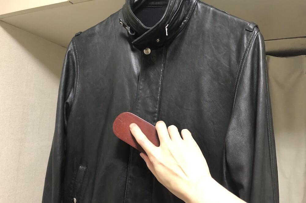 レザージャケットのブラッシング方法