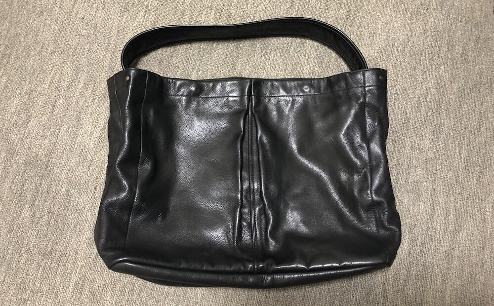 カビを取って綺麗になった革バッグ