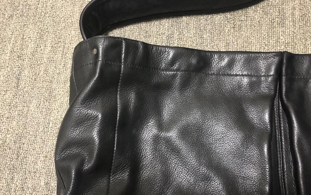濡れタオルで綺麗になった革バッグ