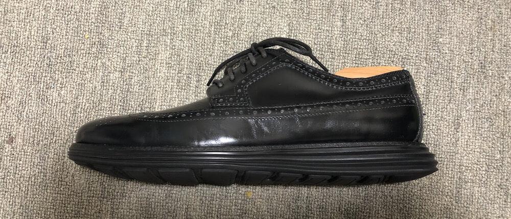 靴底の反り返りを防止するシューキーパー