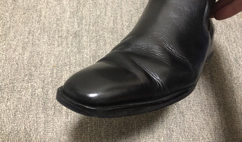 白い擦れを補修した革靴