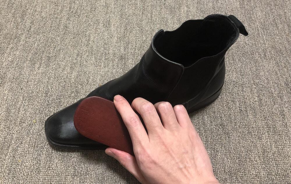 ブラッシング靴磨き